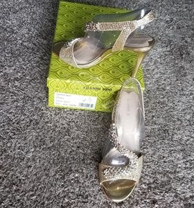Gianni Bini gold shoes &rhinestone embellishments